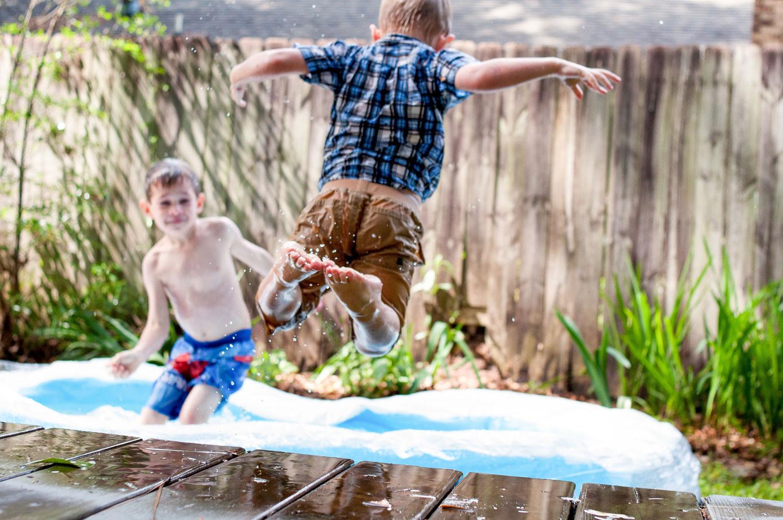 kinderen in zwembadje