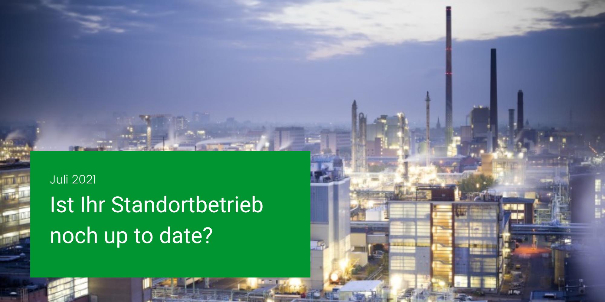 Header image which shows a laboratory and a green box with a headline: April 2021, Gebäudeleittechnik und Industrie 4.0